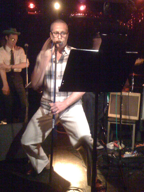 Live Kareoke in Portland Oregon, Photo by Wade Nkrumah, Rick Myers Singing